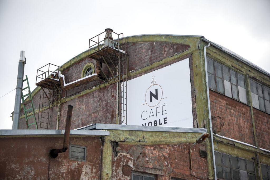 Noble cafe hienolla Noblessnerin alueella Tallinnassa