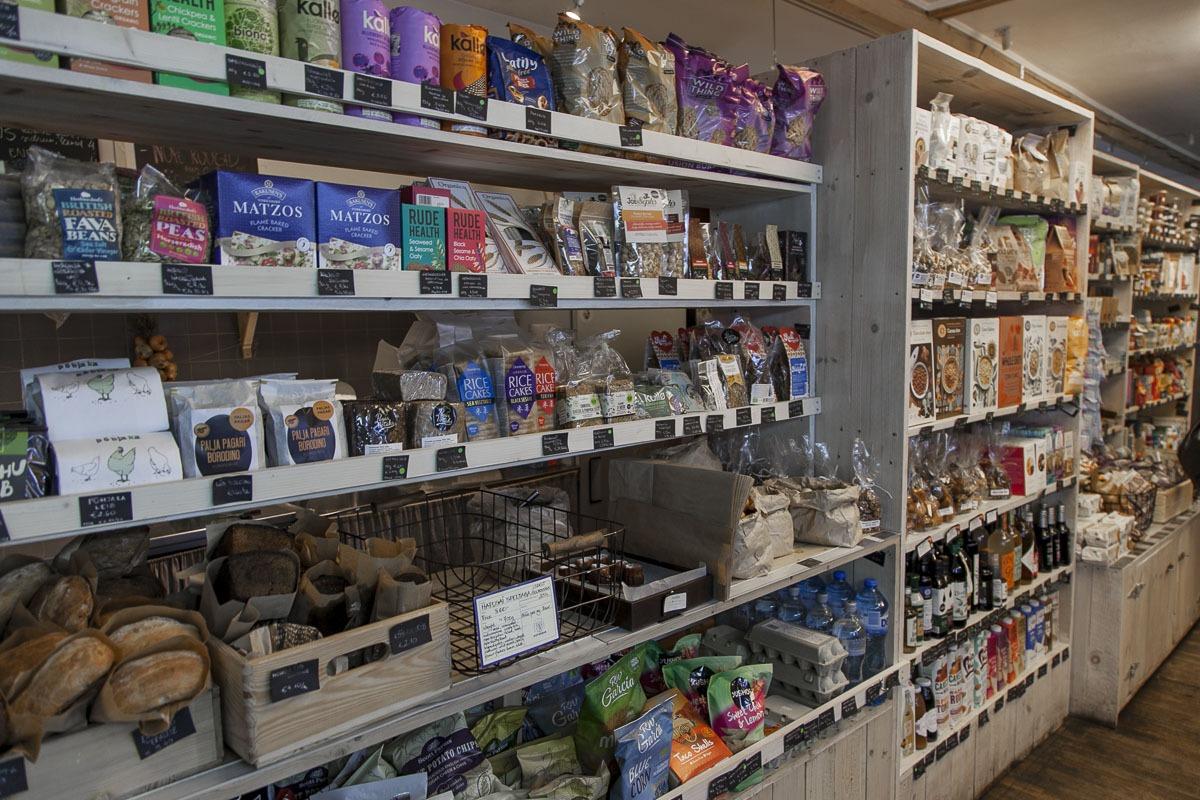 Nop kahvilan yhteydessä oleva luomukauppa