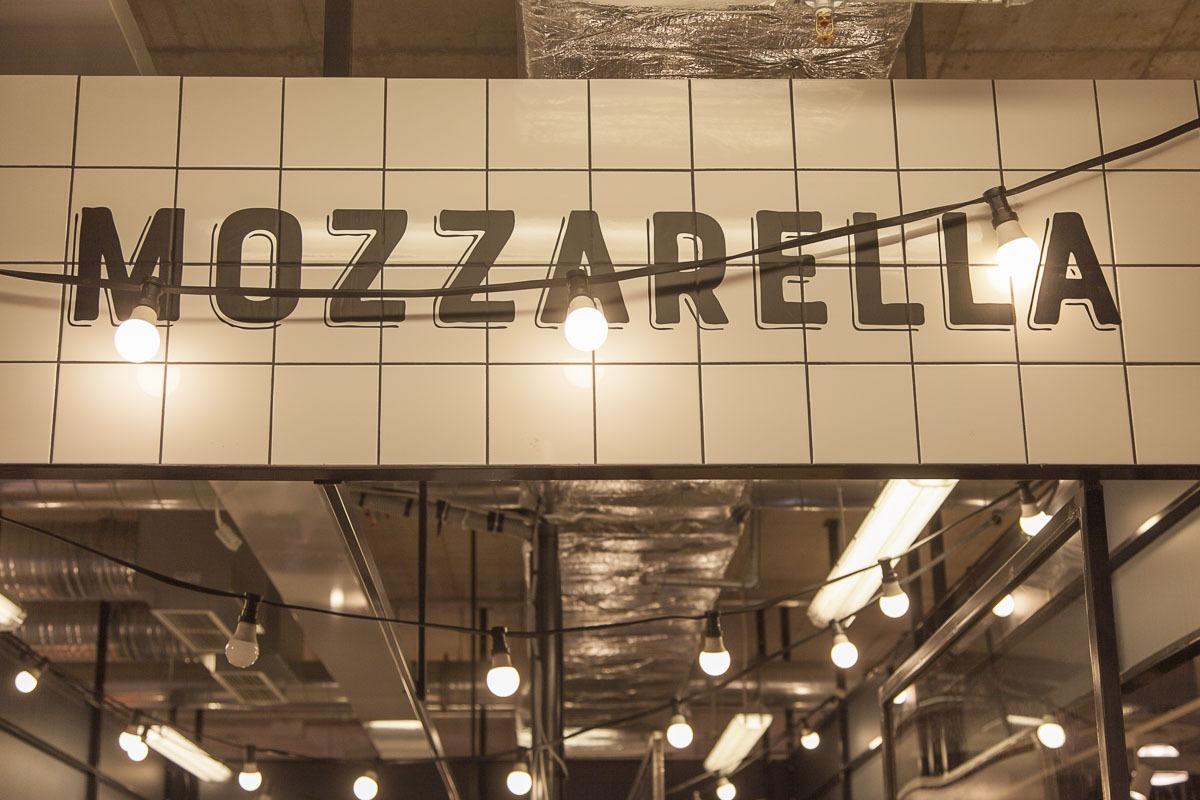 Mozzarella-tiski balti jaamin torilla