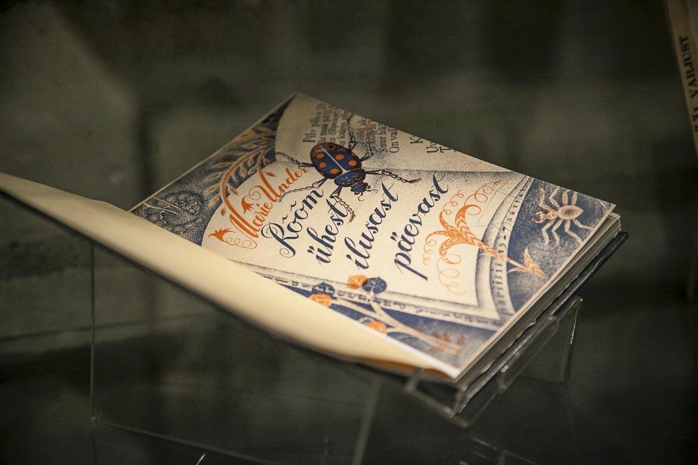Kirjagrafiikkaa Tallinnan kirjastossa