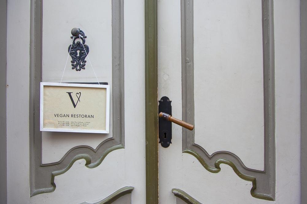 Vegan V ravintola Rataskaevu kadulla Tallinnassa