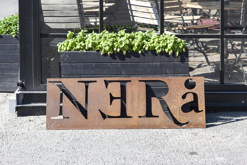 Ravintola Nerå ja hauskoja yksityiskohtia