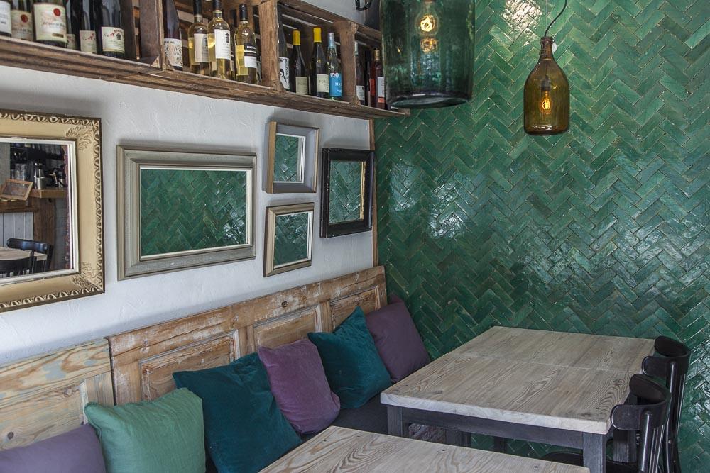 Ravintola Nerån sisustus on tyylikäs ja viihtyisä