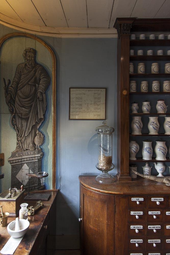 Sininen seinä Apteekkimuseossa