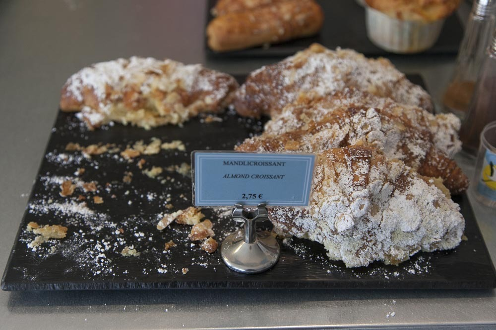 Kakkukahvila Levierin mantelicroissant-aamiainen