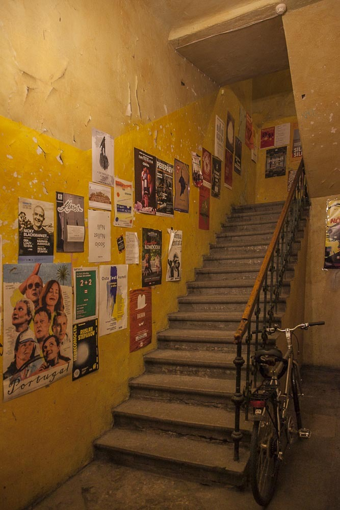 Noku-baari löytyy vanhan Pikk-kadun talon toisesta kerroksesta