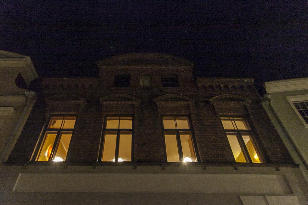 Pikk-kadulta vanhan talon toisesta kerroksesta löytyy NoKu