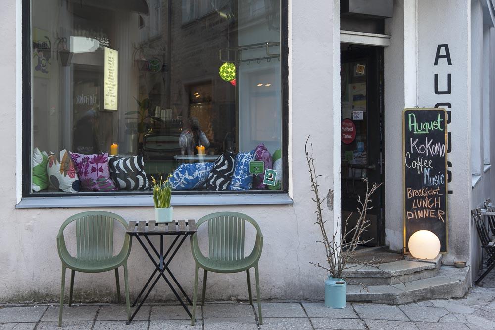 Kohvik August Tallinnassa on ihana aamiaispaikka, ravintola ja baari