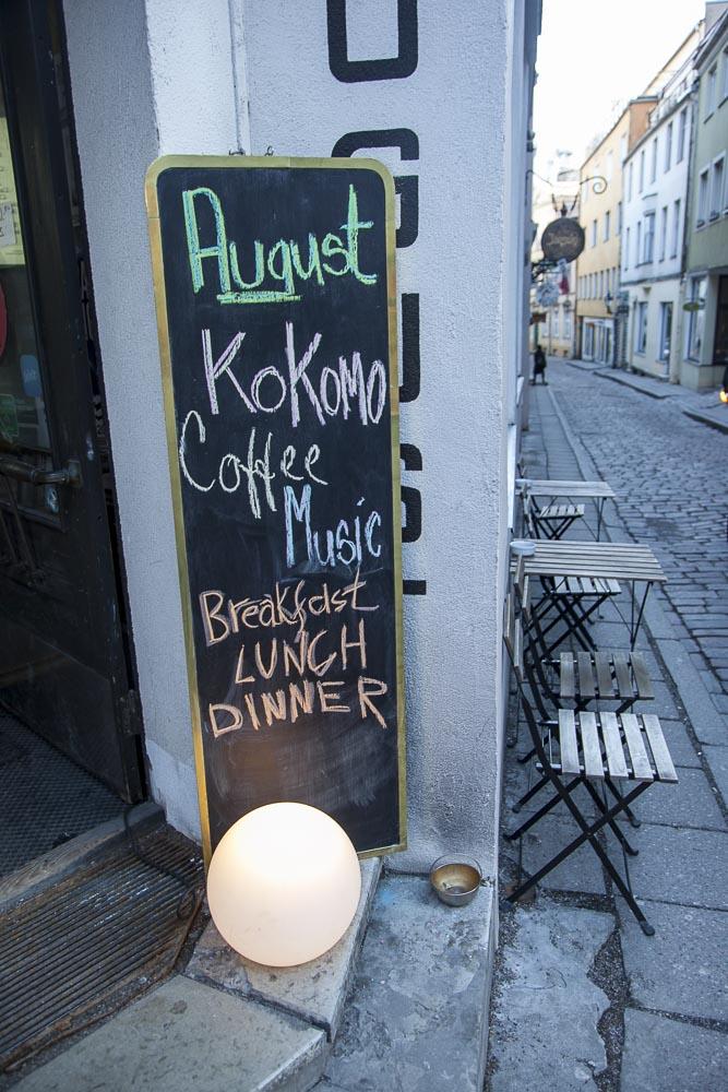 Kohvik August Tallinnassa on avoinna aamusta iltamyöhään