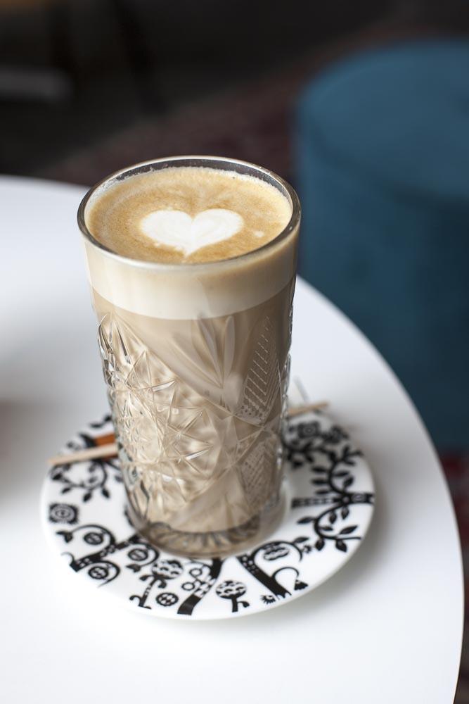 Kohvik Klaus oli läytänyt Arabian astioita kattaukseensa