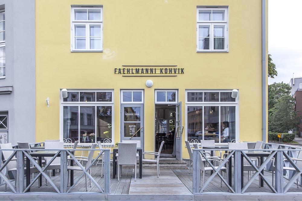 Cafe Faehlmanni Kadriorgissa ja lähellä Tallinnan satamaa