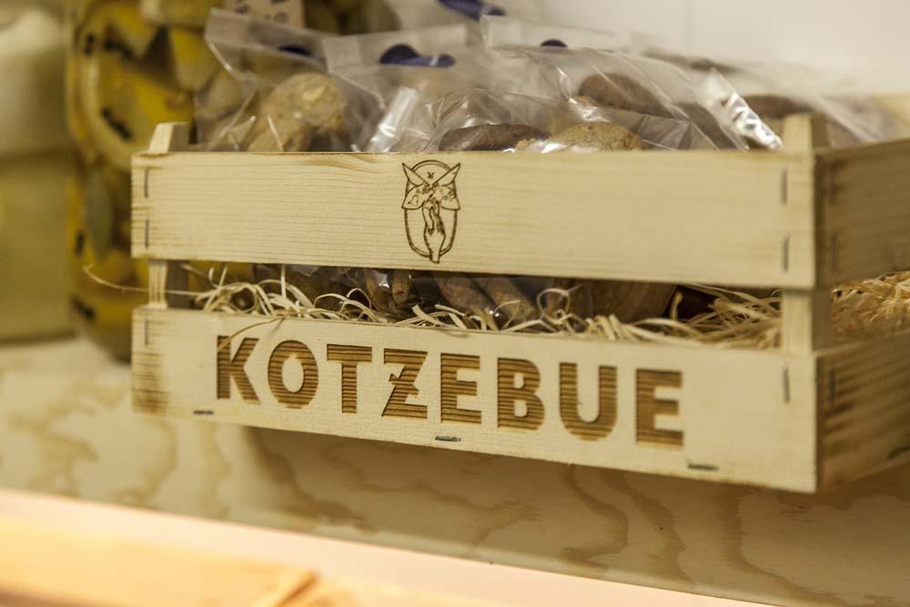 Kotzebue leipomon puulaatikko