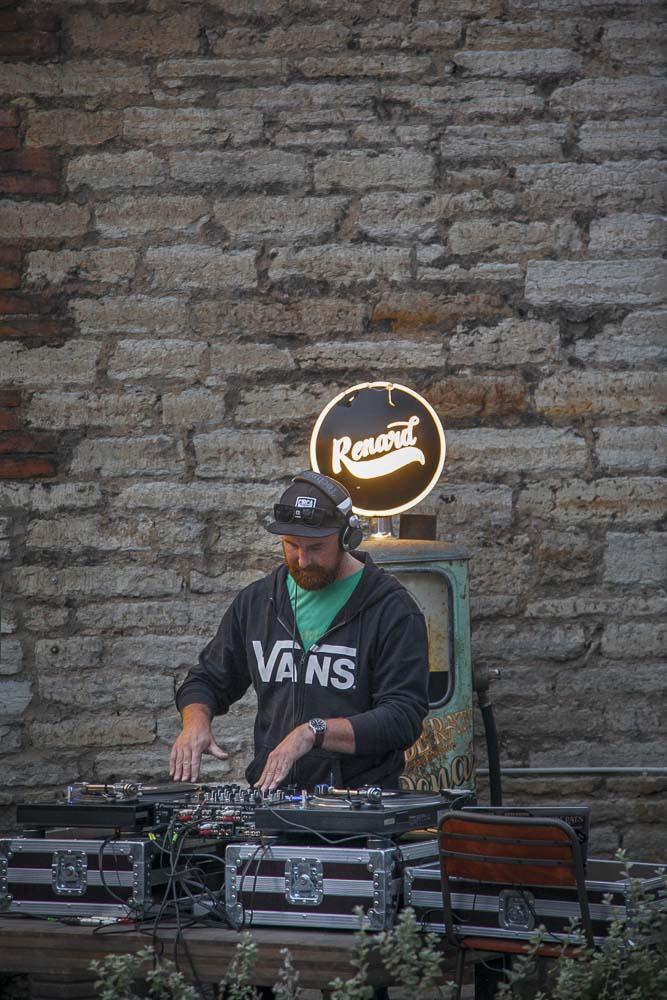 OneSixty ravintolassa voi olla myös dj tai elävää musiikkia