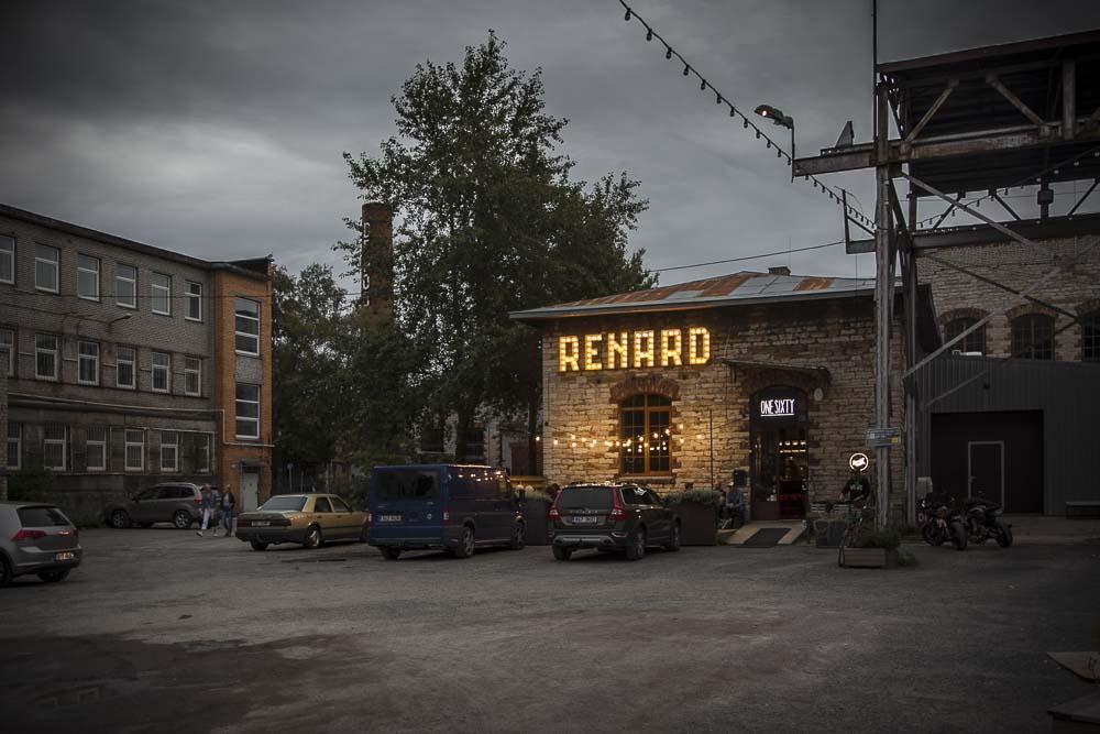 OneSixty ravintola Tallinnassa on smokehouse jonka seinässä lukee Renard