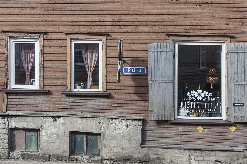 Ristikheina kohvik eli kahvila on Ristiku kadulla