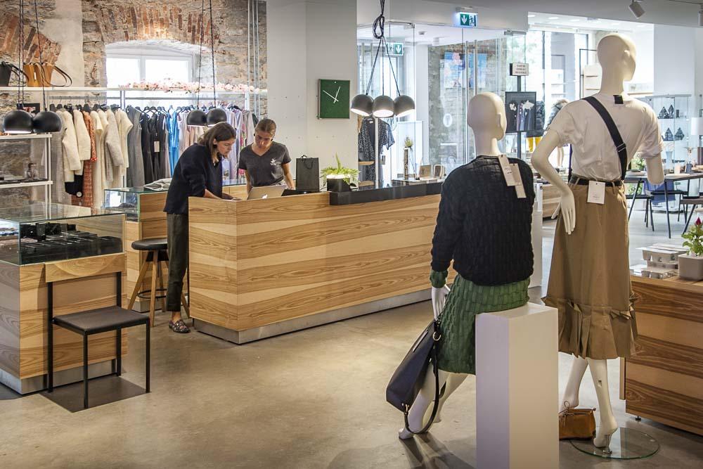 Tallinna Design House ja sen ystävällinen palvelu sekä hyvät valikoimat