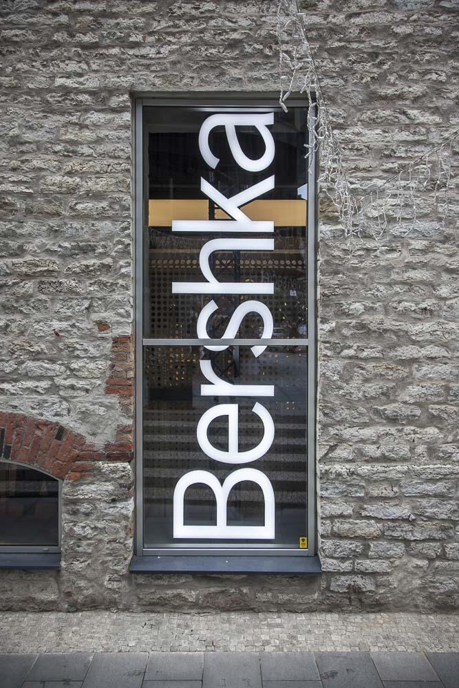 Bershka on nuorekas, trendikäs ja edullinen vaatekauppa Rotermannissa Tallinnassa