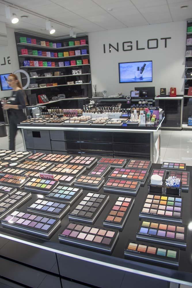 Inglot on edullinen ja hyvälaatuinen meikkikauppa Rotermannissa