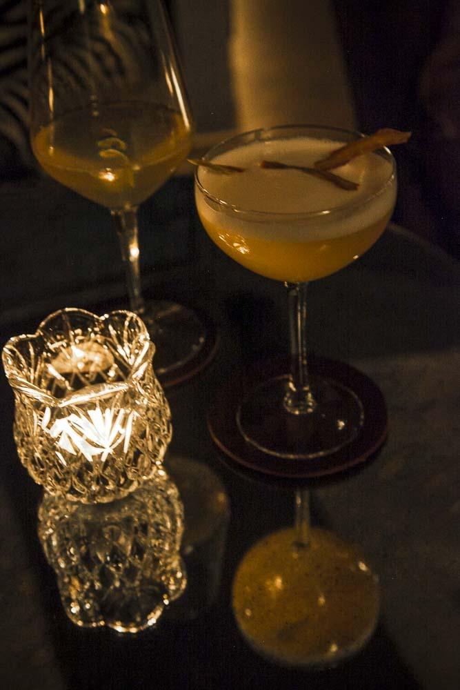 Ihania drinkkejä Whisper Sister -salakapakassa Tallinnassa