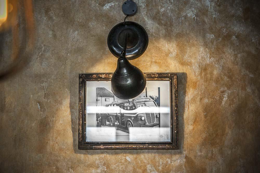 vanha valokuva kaja pizzerian seinällä