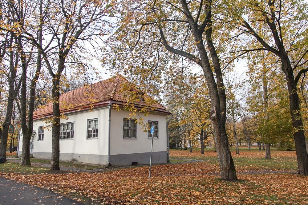 Pietari Suuren talomuseo Kadriorgnin puistossa Tallinnassa