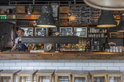 baarit tallinnassa: Pööbel Toompuiesteella
