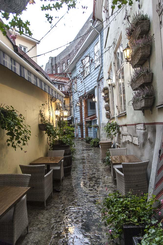 Hotelli ja ravintola crun sisäpiha tallinnan vanhassa kaupungissa