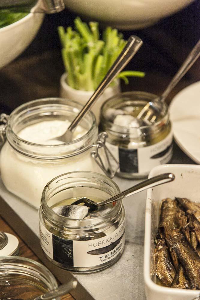 Ravintola crun aamiaisella myös perinteisiä virolaisia kaloja