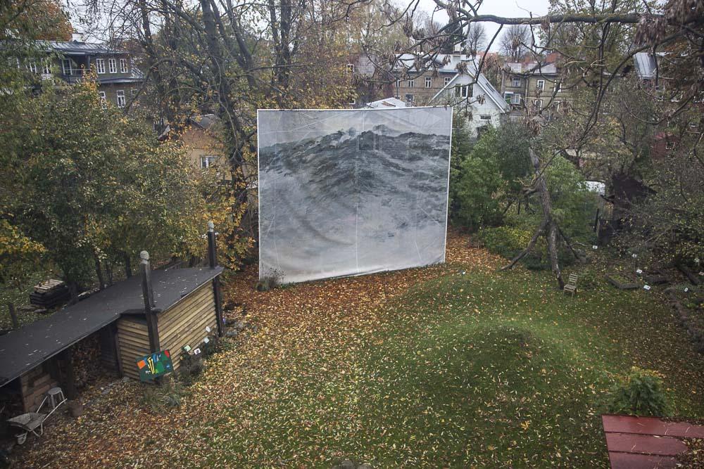 näkymä vintiltä pihalle flo kasearun talomuseossa