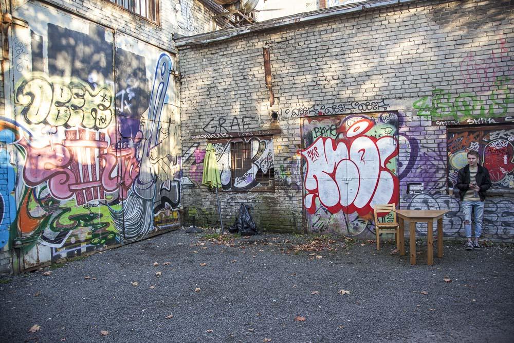 Graffiteja telliskivessä