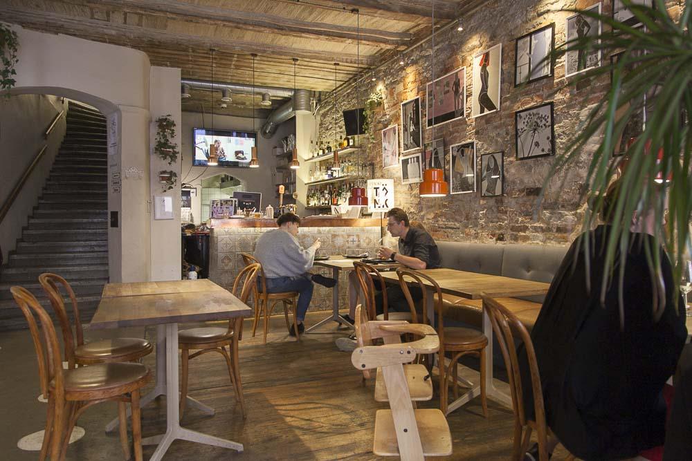 Von krahli baarissa on rento ja ystävällinen palvelu