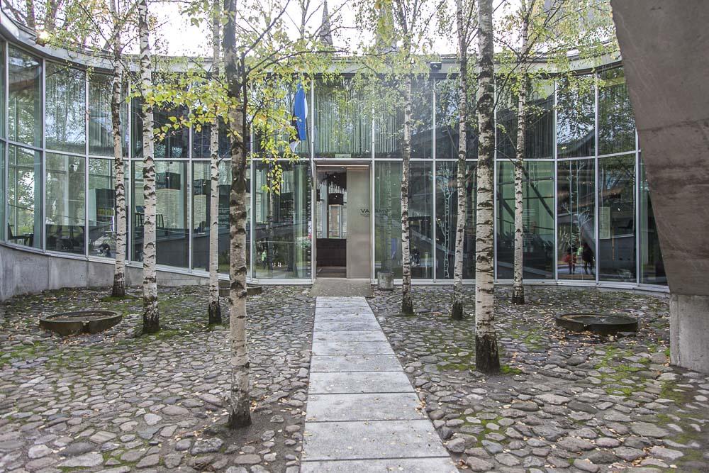 vabamu museon sisäänkäynti ja sisäpiha