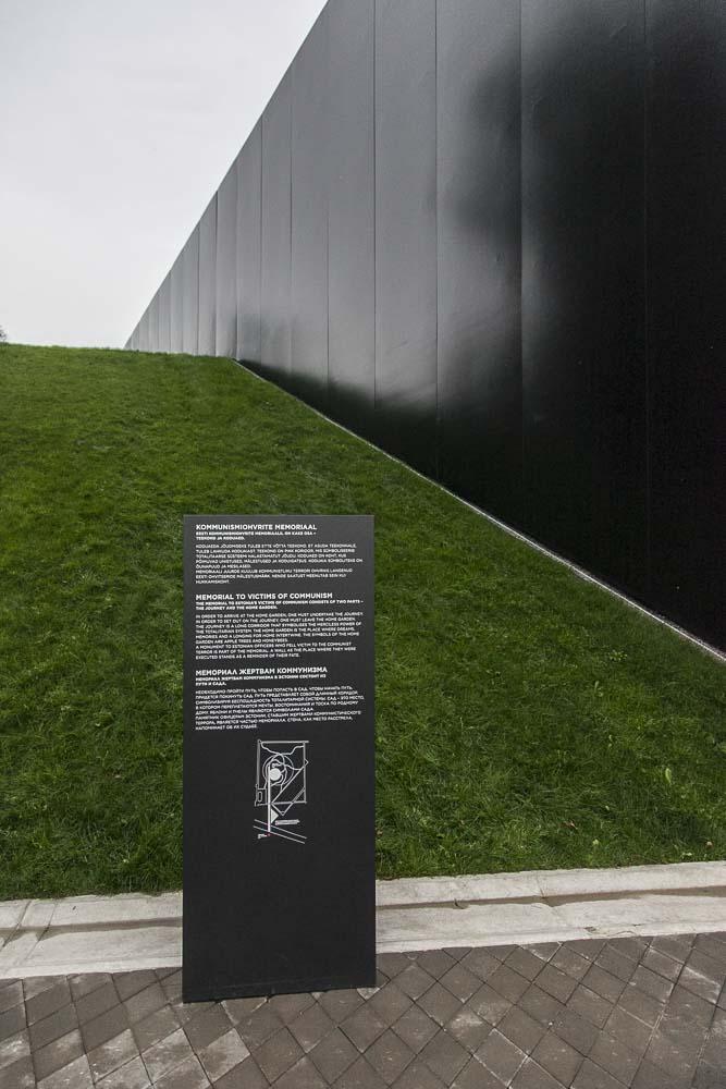 Kommunismin uhrien muistomerkin sisäänmeno