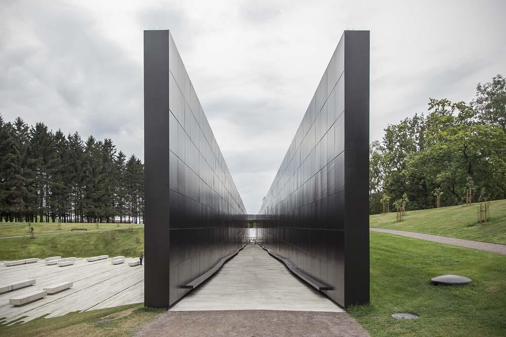Kommunismin uhrien muistomerkin osat matka ja kotipuutarha