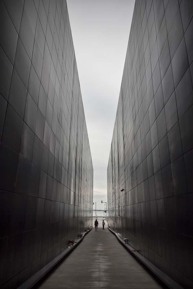 Meren rannassa tallinnassa oleva kommunismin uhrien muistomerkki