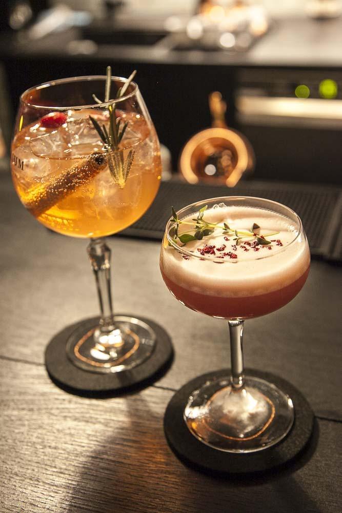 Drinkkejä junimperiumin baarissa