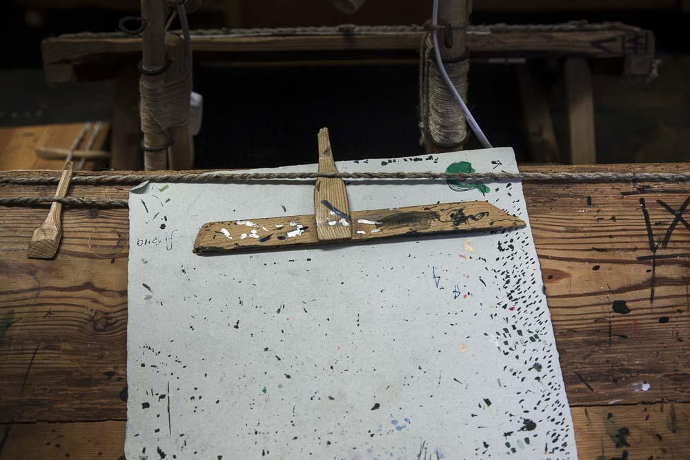 Yksityiskohta labora kalligrafiastudiossa