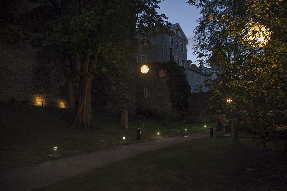 Terassit Tallinnan vanhassa kaupungissa: leib resto ja aed