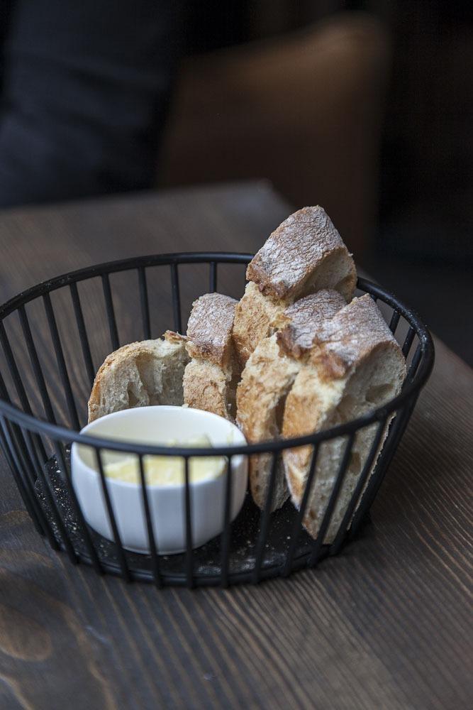 Hyvää leipää ravintola Radiossa Tallinnassa
