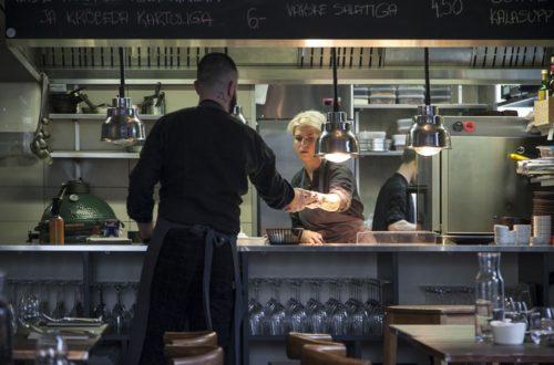 Radio ravintolan keittiö Tallinnassa