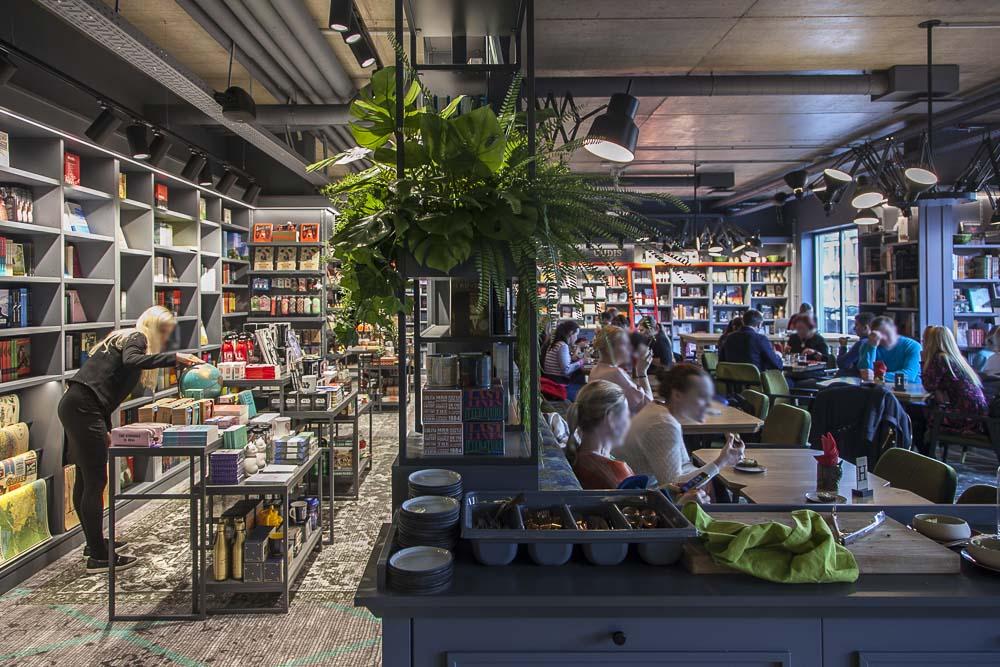 Rahva raamat ravintola ja kirjakauppa Telliskivessä