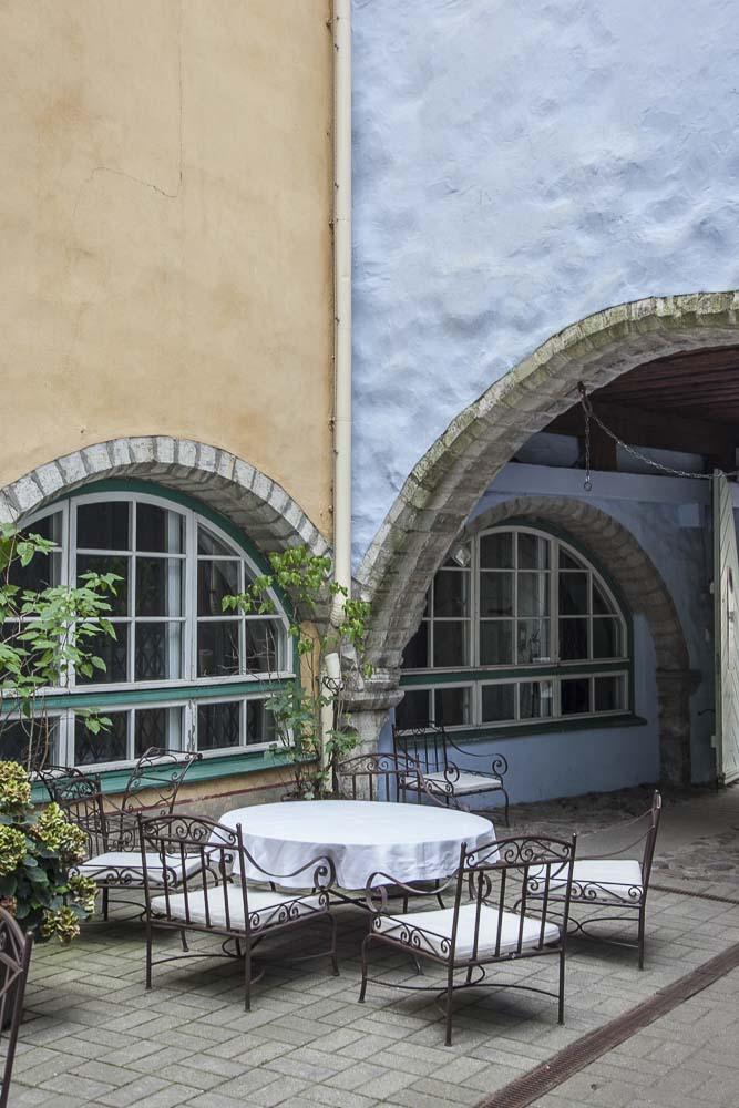 Tallinnan terassit vanhassa kaupungissa: Stenhus