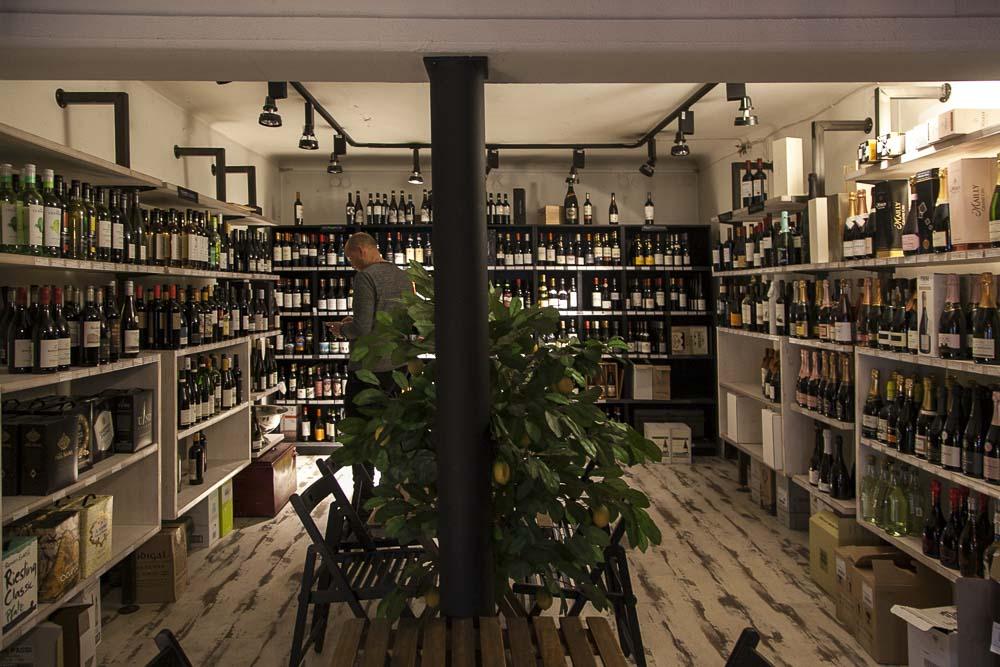 Viinibaarit ja kaupat tallinnassa: Tiks