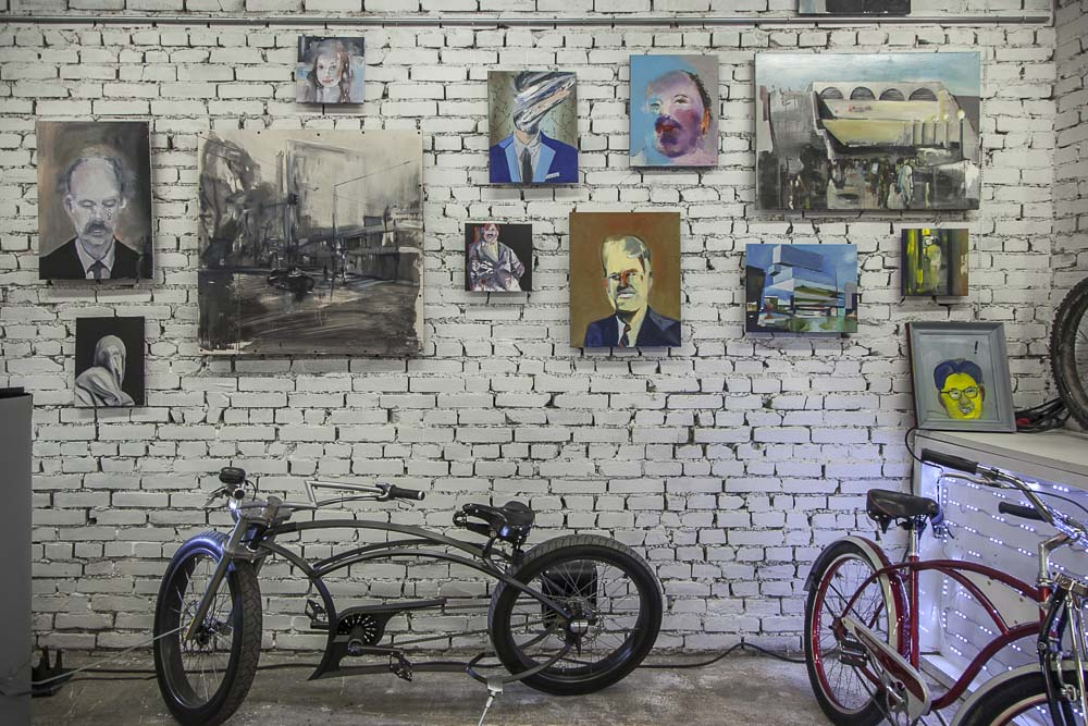 Maalauksia ja polkupyöriä tallinnassa