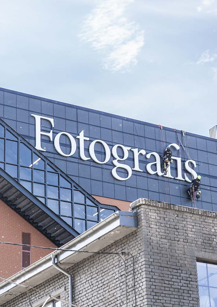 Tallinnan fotografiskan kylttiä viimeistellään