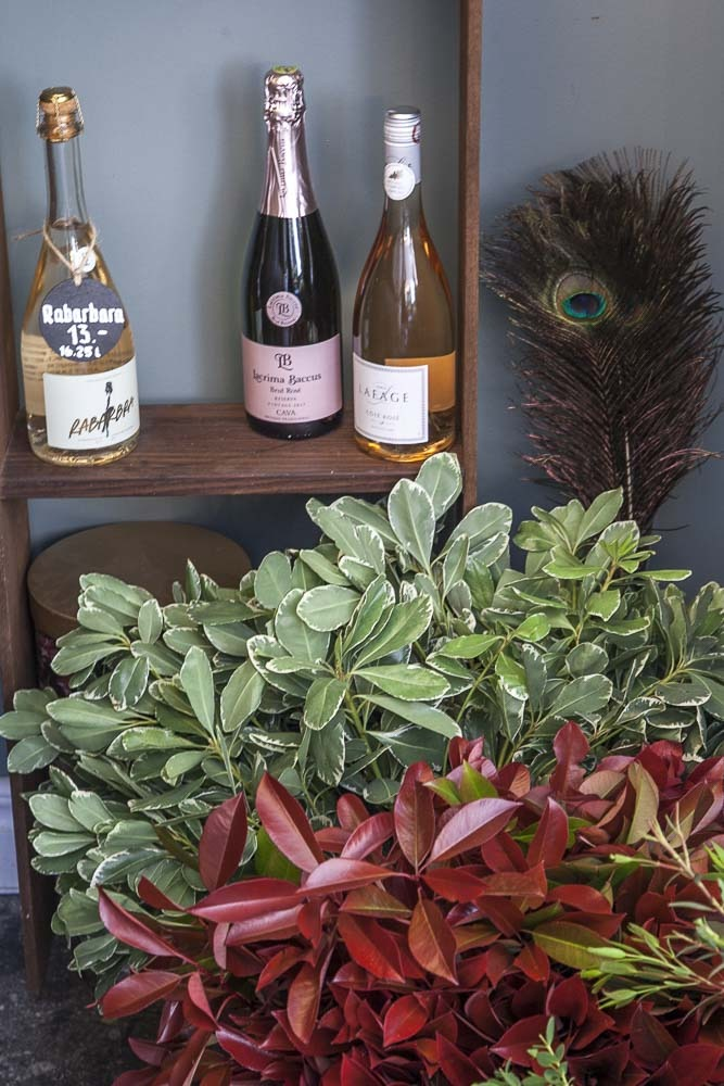 Viiniä ja kukkia