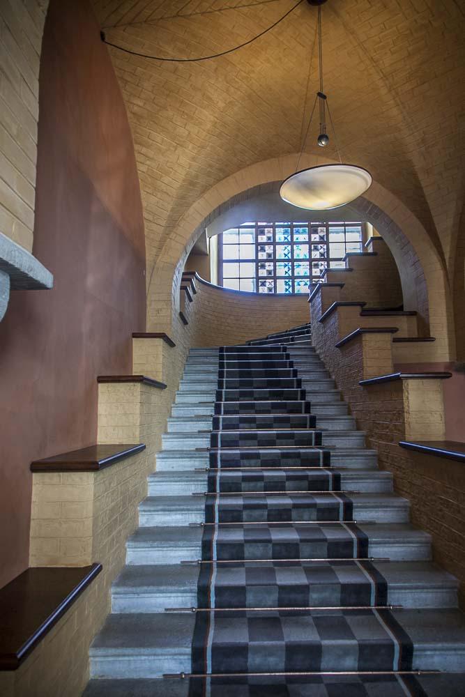 Upea portaikko viron parlamentin päärakennuksessa