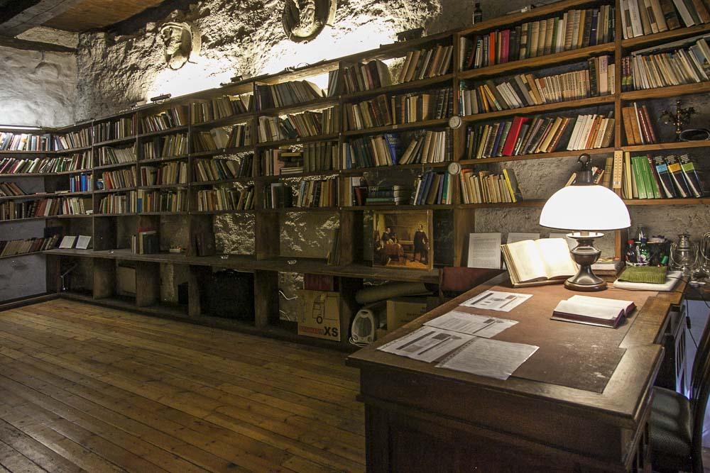 Dominikaaniluostari kirjasto