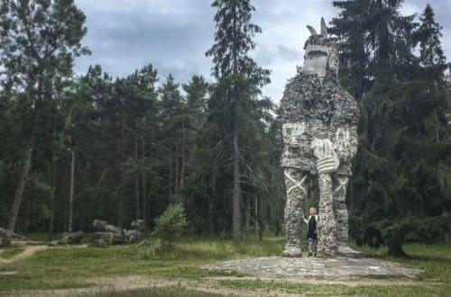 Glehnin linna ja Kalevipoeg patsas
